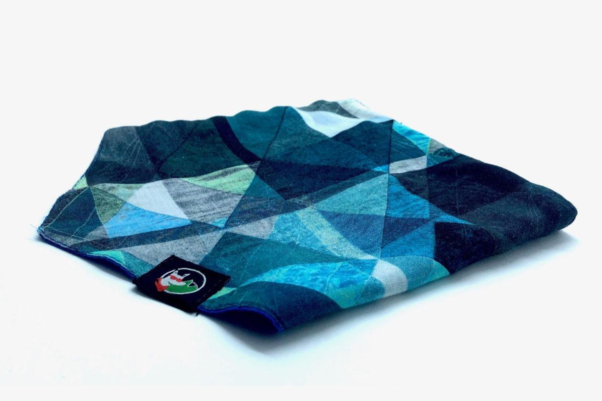 Sustainable pet bandana: CariocaPup Jazzy bandana in blue